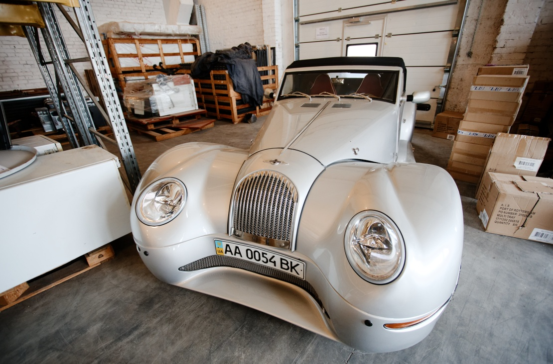 Рідкісний для України автомобіль потрапив на склад у гарному стані.