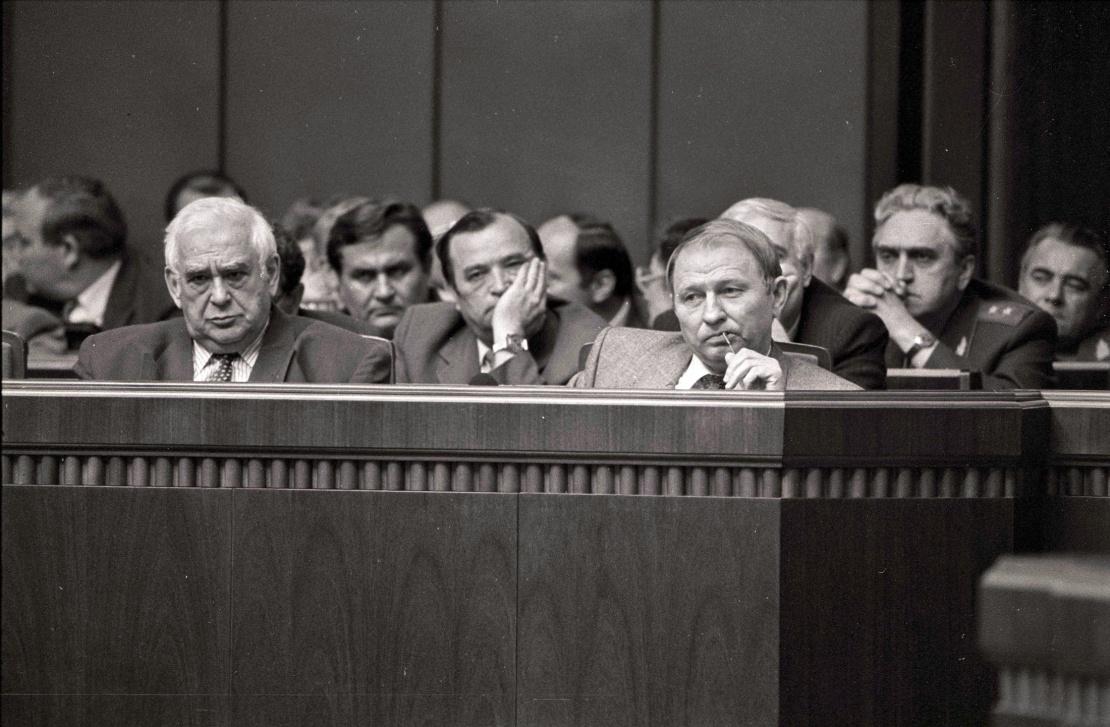 <p>Первый вице-премьер-министр Ефим Звягильский и премьер-министр Леонид Кучма.</p>