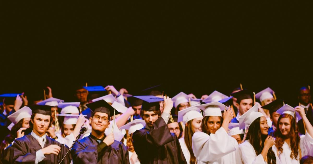 Випускників шкіл можуть звільнити від підсумкової атестації у формі ЗНО