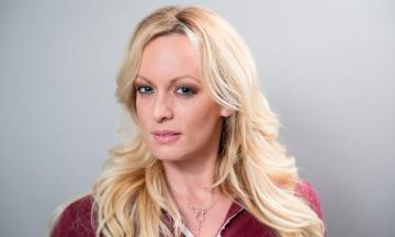 Порноактриса, яка судилася з Трампом, звинуватила свого адвоката в крадіжці $300 тис. гонорару