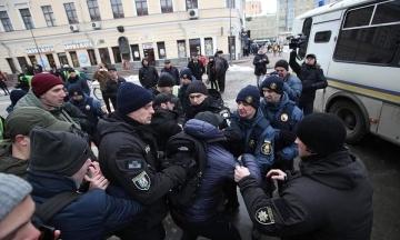 Волонтер Сініцин пропонував $500 за ім'я правоохоронця, який бив ногами активістів «С14». Поліція порушила справу за збір персональних даних