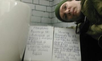 Захисник Донецького аеропорту і член волонтерської групи радника Порошенка оголосив голодування через Зеленського. Вимагає вибачень