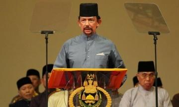 У Брунеї за одностатеві стосунки забиватимуть камінням, а за крадіжки — відрубатимуть руки. Султан підписав указ про покарання за порушення шаріату