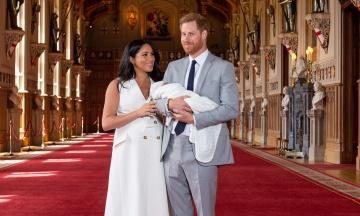 Принц Гаррі та Меган Маркл вперше показали новонародженого сина