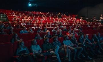 Кинотеатры, концерты и спектакли. Правительство разрешило проводить массовые мероприятия с полностью заполненными залами