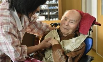 В Японії суд виправдав 85-річного чоловіка за вбивство 1985 року. Він провів у в'язниці 13 років і страждає на деменцію