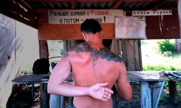 «Территория вечного счастья без водопровода». Как под Харьковом живет коммуна любителей всего советского