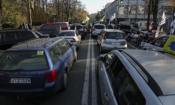 В Кабмине утвердили временный порядок растаможивания авто с «еврономерами»