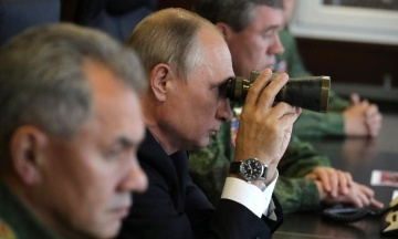 «Все в руках слідства». У Кремлі відповіли, чи відпустять українських моряків заради зустрічі Путіна та Трампа