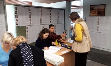 На першій закордонній дільниці завершилось голосування на виборах до Ради