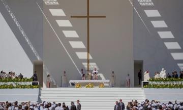 Папа Римский впервые в истории католической церкви провел мессу в Арабских Эмиратах