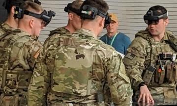 Американські військові показали гарнітуру змішаної реальності HoloLens 2 від Microsoft. Вона дозволить бійцям підвищити ефективність