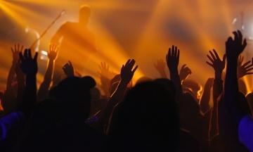 Экспериментальный концерт в Барселоне на 5 тысяч зрителей дал результат — «нет признаков заражения»