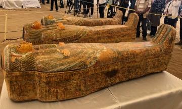 У Єгипті відкрили 30 стародавніх саркофагів, яким 3000 років. Усередині виявилися мумії