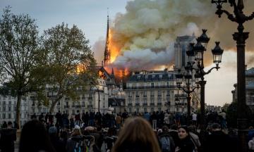 Восстановление собора Парижской Богоматери: миллиардеры жертвуют сотни миллионов евро, ЮНЕСКО и ЕС обещают помогать