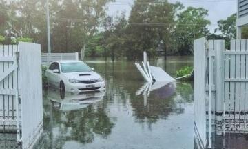 В Австралії влада затопила 2000 будинків після рекордних злив. Мешканців попередили про крокодилів та змій