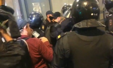 У Москві протестують проти поправок до Конституції, які обнулили терміни Путіна. ЗМІ пишуть про понад 100 затриманих