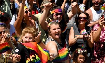 У Нью-Йорку сотні тисяч людей вийшли на марш за права ЛГБТ. Ось як це було