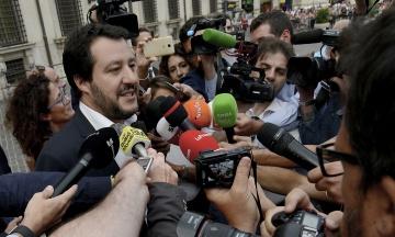 Італійський віце-прем'єр Сальвіні постом у Facebook спровокував цькування дівчини. Вона заявила у поліцію на 300 осіб
