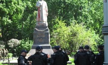 ОУН передумала трощити пам'ятник Ватутіну 14 жовтня, але пообіцяла прийти в інший день