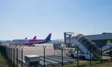 У Києві перевіряють мінування аеропорту і низки лікарень