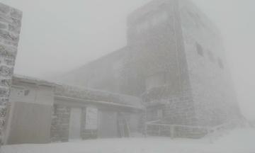 У Карпатах на горі Піп Іван уже випало півметра снігу. Фотографія