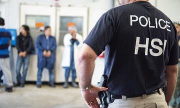 У США за день заарештували майже 700 нелегалів. Пізніше 300 з них відпустили через протести