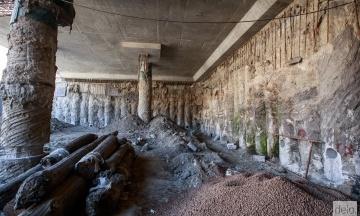 У Києві розкопки на Поштовій площі зупинили після прориву труби. Що буде з артефактами?