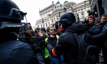 Во Франции пятые выходные подряд протестуют «желтые жилеты», уже около 100 задержанных