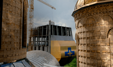 У Черкасах 11 років будують дзвіницю у вигляді голуба в короні, висотою понад сто метрів. Кому це потрібно — репортаж theБабеля