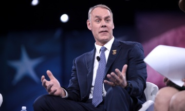 Трамп анонсував звільнення голови МВС США. Його підозрюють у розтратах
