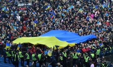 Опрос: Более половины украинцев не считают себя и россиян единым народом