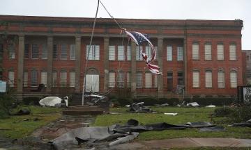 Ураган «Майкл» обрушился на США, превратив дома в груды обломков