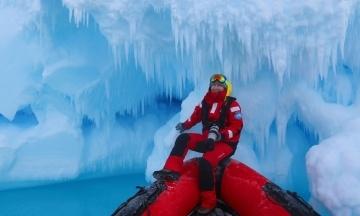 Из Антарктиды вернулась украинская экспедиция. Впервые за 20 лет в ее составе была женщина-ученый. Биолог Оксана Савенко рассказала «Бабелю» о 16 месяцах на станции (А фото! Фото какие!)
