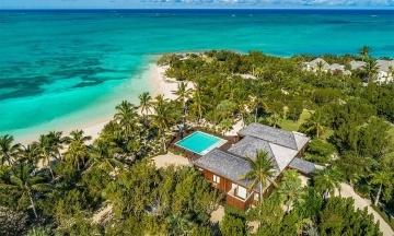 Голлівудський актор Брюс Вілліс продає свій пляжний комплекс із піратським кораблем у Карибському морі за $33 млн