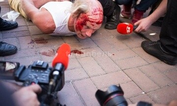 Полиция побила и задержала ветерана, который залез на ограду на Майдане