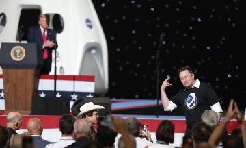 «Лучше повелевать мемами, чем миллиардами». Илон Маск о личной жизни, детях, космосе, политике, соцсетях и наркотиках — пересказываем большое интервью NYT