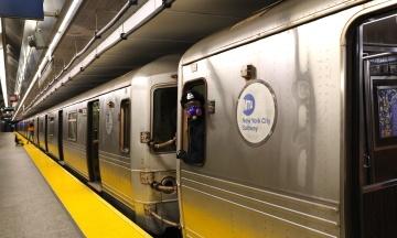 У Нью-Йорку вакцинувати від коронавірусу будуть у метро та на залізничних станціях