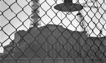 33 роки тому сталася аварія на Чорнобильській АЕС. Ми публікуємо унікальні фото про життя переселенців і роботу станції після катастрофи