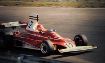 Помер легендарний гонщик «Формули-1» Нікі Лауда. Він тричі ставав чемпіоном світу і вижив після аварії
