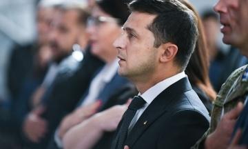 «Мы радовались, когда на кого-то падал венок». Зеленский вспомнил Януковича в поздравлении украинцев с Днем Независимости