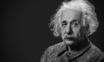 Лист Ейнштейна про Бога продали на аукціоні майже за $3 мільйони