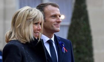 Дружина Макрона відкриває школи для дорослих, де викладатиме французьку мову