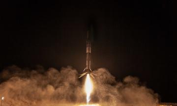 SpaceX вивела ракету з супутником і вперше успішно повернула ступінь на новий космодром