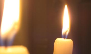 В России тиктокера, который прикуривал сигарету от свечи в церкви, признали виновным в оскорблении чувств верующих