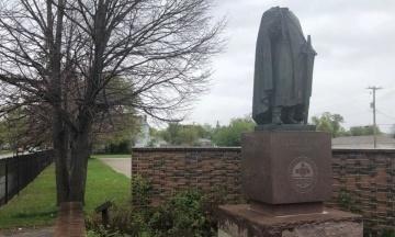 У Канаді вандали відрізали голову та хрест з пам'ятника київському князю Володимиру