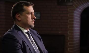 Заступник голови Служби зовнішньої розвідки проводить дві операції по захисту обороноздатності України. Попри підозри в держзраді