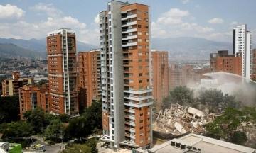 У Колумбії підірвали будинок Пабло Ескобара. Глядачам для зручності принесли стільці