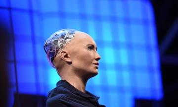 Про кохання з людьми. До Києва приїхала найрозумніший робот Софія. Головні тези її виступу
