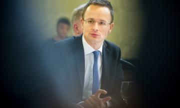 Паспортний скандал: Угорщина погрожує ще більше сповільнити рух України до ЄС